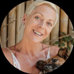 Akira Yoga Claire Green, claire green akira yoga lead trainer yoga dunia lembongan