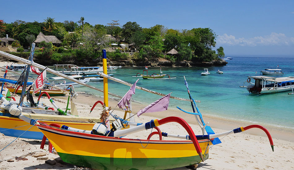 chill on the beach nusa lembongan