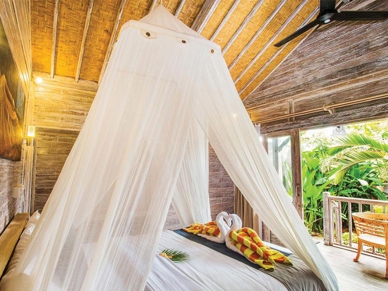 syron huts room, bungalow nusa lembongan, yoga retreat bali